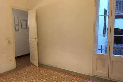 Apartment in need of renovations in the center of Barcelona
